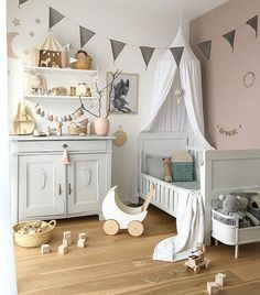 Grey Bunting In A Children's Room - Image Via Misstiptop Shop Baby Bedroom, Nursery Room, Girls Bedroom, Bedroom Bunting, Baby Decor, Kids Decor, Tip Top, Deco Kids, Childrens Room Decor