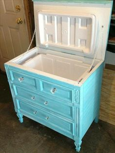 cool diy furniture hacks you wouldn't want to miss 12 ~ Home Design Ideas Refurbished Furniture, Repurposed Furniture, Shabby Chic Furniture, Decoupage Furniture, Diy Furniture Repurpose, Handmade Furniture, Shabby Chic Yard Ideas, Refurbished Phones, Furniture Vintage