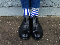 #oybofriends #oybo #oddsocks #oybosocks #socks #chaussettes #sokken #calzini #oddsocks #calzinispaiati #style #streetstyle #blackandwhite #unisex #hoisery #design #genderfluid #premiatashoes #stripes #blu