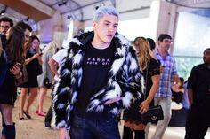 Leon Bombay casaco comprado no Ebay, calça Dafiti, camiseta CyberSapiens, coturno Vilela Boots