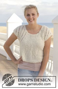 """Knitted DROPS top with lace pattern in """"Alpaca Bouclé"""". Size: S - XXXL. ~ DROPS Design"""