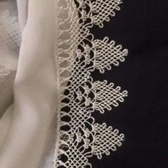 This post was discovered by fa Needle Tatting Patterns, Lace Knitting Patterns, Stitch Patterns, Needle Lace, Bobbin Lace, Needle And Thread, Hairpin Lace, Labor, Lace Making