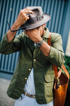 Street looks homme au Pitti Uomo. This look must include his awesome short beard. Gents Fashion, Fashion Moda, Look Fashion, Fashion Outfits, Street Fashion, Looks Street Style, Looks Style, Casual Looks, Mode Masculine