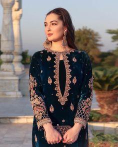 Velvet Pakistani Dress, Pakistani Dresses, Pakistani Suits, Pakistani Fashion Party Wear, Muslim Fashion, Designer Party Wear Dresses, Desi Clothes, Kurta Designs, Baby Girl Dresses