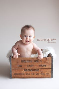 6 Month Picture Ideas For Baby Boys 9 Month Olds, Baby Month By Month, 6 Month Baby Picture Ideas, Baby Boy Pictures, Picture Boxes, Baby Portraits, Photographing Kids, Children Photography, Photography Ideas