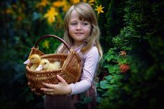 Retro vintage style photography. Duckling and kids... Cute pets, ducks and childrens Vintage Girls, Vintage Style, Retro Vintage, Vintage Fashion Photography, Ducks, Straw Bag, Cute Animals, Christmas Ornaments, Pets