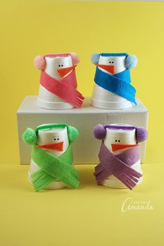 How adorable are these snowmen made from foam cups? There's something about snowman crafts that I love, and I can see a snowman in just about anything! These foam cup snowmen are a great example and they are a fun activity for the kids on a snowy afternoon when it's too cold to play outside!