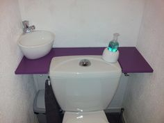 Discover our small toilet unit WiCi Mini's pictures at our client's house or in our workshop. Sink Toilet Combo, Toilet Sink, Space Saving Toilet, Small Toilet Room, Tiny Bathrooms, Small Bathroom, Lave Main Design, Lavabo D Angle, Homemade Home Decor