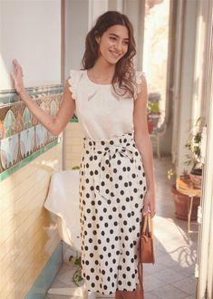 Sézane - Jupe Amanda - size 38 or 40 Mode Outfits, Skirt Outfits, Boho Fashion, Fashion Outfits, Womens Fashion, Style Parisienne, Leila, Inspiration Mode, Parisian Style