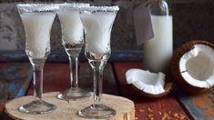 Domáci kokosový likér | Recepty.sk Drinking Tea, Glass Of Milk, Biscotti, Alcoholic Drinks, Vegan Recipes, Vodka, Food And Drink, Sweets, Tableware
