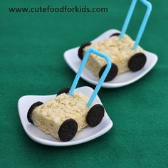 This summer treat gave us a chuckle. Rice Krispie Lawn Mowers, made with a rice krispie treat, Oreo wheels, and a plastic straw handle bar. #recipe