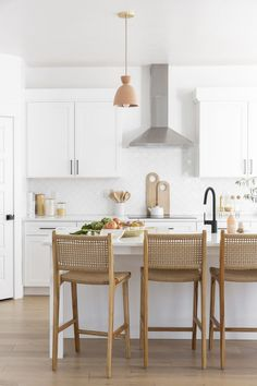 Home Interior Salas .Home Interior Salas Boho Kitchen, Home Decor Kitchen, Kitchen Interior, New Kitchen, Home Kitchens, Kitchen Dining, Dining Area, White Coastal Kitchen, Kitchen Taps