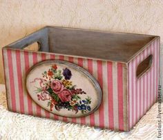 Stripes + decoupage on separate piece of wood glued on side of crate Decoupage Wood, Decoupage Vintage, Wooden Crates, Wooden Boxes, Craft Projects, Projects To Try, Pretty Box, Altered Boxes, Home And Deco