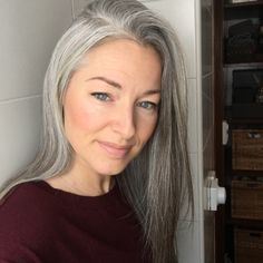 1 Day wash-out Hair Color brands Grey Hair Don't Care, Long Gray Hair, Grey Wig, Pelo Color Plata, Silver White Hair, Grey Hair Inspiration, Gray Hair Growing Out, Red Blonde Hair, Hair Cover