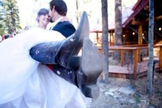 Wedding at Red Setter Arizona's Riverside Retreat! #MollyButlerLodgeWeddings #rusticweddings #Greer