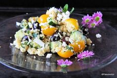 Tässä on emännän panos tämän vuoden pääsiäispöytään! Välimerellinen kvinoasalaatti sopii pääsiäiseen kuin suklaamuna rairuohoon. Mukana ovat niin pääsiäisen värit kuin mautkin. Raikkautta salaattii… Acai Bowl, Potato Salad, Paleo, Potatoes, Breakfast, Ethnic Recipes, Food, Acai Berry Bowl, Morning Coffee