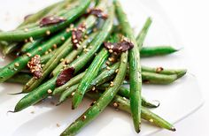 Asian-Style Sesame and Garlic Green Beans –  A Quick and Flavorful Side Dish // wishfulchef.com