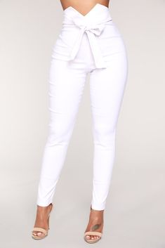 Pants for women, clothes for women, white pants outfit, white Girls Pants, Pants For Women, Clothes For Women, Classy Outfits, Stylish Outfits, Beautiful Outfits, Chest Workout Women, Outfit Stile, Fashion Pants