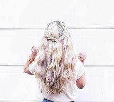 Long and wavy light blond hair Messy Hairstyles, Pretty Hairstyles, Hair Inspo, Hair Inspiration, Ponytail Bun, Good Hair Day, Dream Hair, Gorgeous Hair, Hair Goals