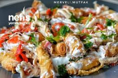 How to make Crispy Yufkalı Chicken Salad (Yummy Day Salad) Recipe? Illustrated explanation of this recipe in the book of people and photographs of those who try it are here. Italian Chicken Dishes, Thai Curry, Vegan, Chicken Salad, Italian Recipes, Italian Foods, Baked Potato, Salad Recipes, Potato Salad