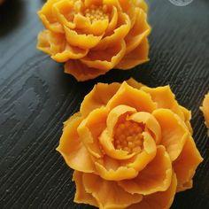 Lotus.(sweetpotato paste) Wilton tip #122 #flowerkorea #beanpasteflower #buttercream #flowercake #piping #sweetpotato #cakeinspiration #wiltoncakes #wiltontips
