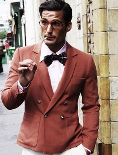 Double breasted jacket and a large collar, white cotton shirt. Bow tie makes the look vintage