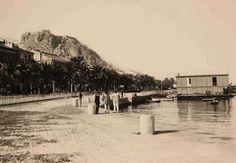 Club de Regatas en el Puerto. Barcas de pesca en el muelle de Costa y club de Regatas de madera Año: 1900 (aproximado) - Archivo Ayuntamiento. Colección: MANUEL CANTOS