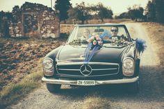 Wedding photography in an oldtimer wedding car