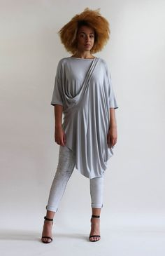Oversized layering top in striped fabric. Drapes from the bust creating a waterfall effect. Luxe Clothing, Layered Tops, Fashion Labels, Roxy, Layering, Waterfall, Normcore, Tunic Tops, Fabric