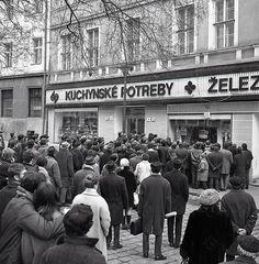 Milan Lasica o téme utečenci: Takto otvorene to ešte nik nepovedal! Bratislava, Socialism, Prague, Old Photos, Milan, Street View, Europe, Memories, Retro