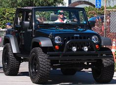 This is David Beckham in a custom Jeep Wrangler. I would LOVE a Jeep Wrangler. Auto Jeep, Jeep Jk, Jeep Truck, Jeep Wranglers, Wrangler Jeep, Jeep Wrangler Unlimited, Off Road Jeep, Black Jeep, Custom Jeep