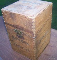 VINTAGE BEN BEY WOODEN CIGAR BOX HOLD - 25 CIGARS (CRYSTALS)