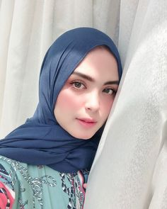 Upgrade Yourself: No Need to Hesitate, There Is Always Goodness in Your Seriousness Using a Hijab - Ceng Health Arab Girls Hijab, Girl Hijab, Muslim Girls, Modern Hijab Fashion, Muslim Women Fashion, Asian Wedding Makeup, Bridal Hijab, Muslim Beauty, Maxi Dress Wedding