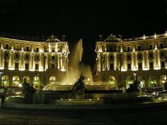 Piazza della Repubblica di notte, via Flickr.