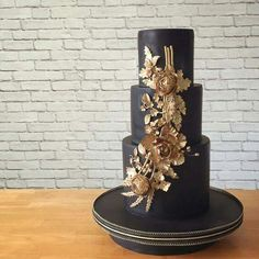 Gold Wedding Cakes black and gold wedding cake - Black wedding cakes are officially the GOAT. Black White Cakes, Black And Gold Theme, Paris Themed Cakes, Paris Cakes, Black Wedding Cakes, Gold Wedding, Gothic Cake, Paris Bridal Shower, Cake Pictures