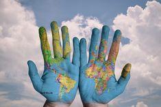 Hände mit Welt, Hands with World