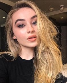 Sabrina Carpenter by Hung Vanngo Sabrina Carpenter Outfits, Hairstyles For Gowns, Selfies, Hair Color Streaks, Tumbrl Girls, Blonde Hair Looks, Girl Meets World, Celebrity Babies, Celebrity Gossip