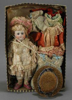 Миньонетты и их крошечный мир / Винтажные антикварные куклы, реплики / Бэйбики. Куклы фото. Одежда для кукол