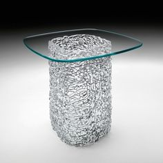 negr-steklyannom-stole