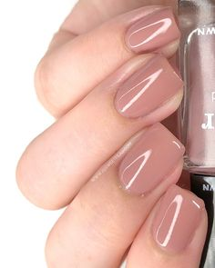 Looking for nude or natural looking nails? Check our guide for achieving the best natural looking nails for you! Neutral Nails, Nude Nails, Acrylic Nails, Coffin Nails, Short Nail Designs, Nail Art Designs, Nails Design, French Nails, Natural Looking Nails