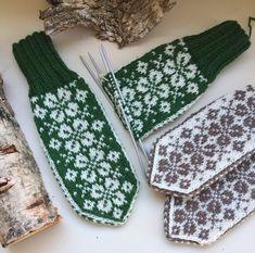 Vottemønster,Sokkemønster ,mønster til pannebånd og mini Selbu 🐑🇳🇴 | FINN.no Knitting Socks, Knit Socks, Knitting Ideas, Mitten Gloves, Hand Warmers, Monogram, Crochet, Mini, Patterns