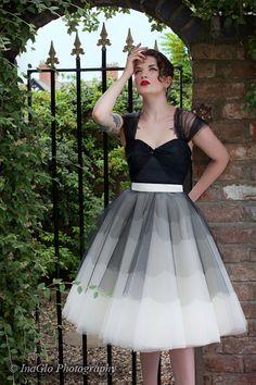 Wie in UK-Magazin Vogue und Vogue Italia Website    ES GIBT EINE WARTELISTE FÜR DIESES KLEID SECHSWÖCHIGEN! Wenn Sie es bestellen, werden es
