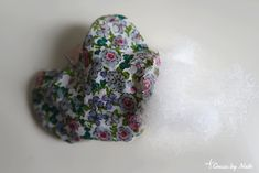 Cousu by Nath: ⭐️ DIY : Porte-clés en tissu (forme coeur) Point Invisible, Creations, Roses, Diy, Heart Shapes, Pink, Bricolage, Rose, Do It Yourself