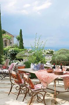 C'est la belle vie - homebliss: Provence style ! via Veranda