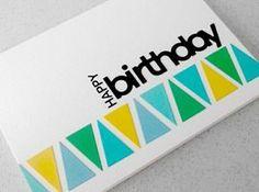 une élégante carte d'anniversaire de couleur blanche, carte d'anniversaire colorée