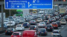 Umweltschutz: Energiewende ist mehr als Elektroautos - Damit Deutschland seine Klimaschutzziele erreicht, muss der Verkehr bis 2050 fast komp...