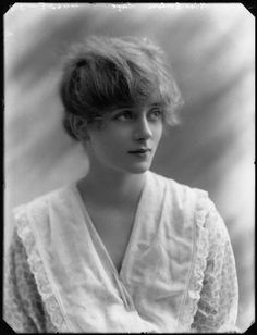 Already a West End star, the 17 year old Evelyn Laye in 1917. Evelyn Laye 1900-1996 was an English theatre and musical film actress ,who was active on the London light opera stage.