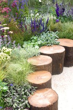 100 garden edging ideas that will inspire you to spruce up your yard 01 stunning small cottage garden ideas for backyard landscaping Small Cottage Garden Ideas, Unique Garden, Garden Cottage, Backyard Cottage, Back Garden Ideas, Garden Ideas With Stones, Garden Ideas With Logs, Colourful Garden Ideas, Easy Small Garden Ideas