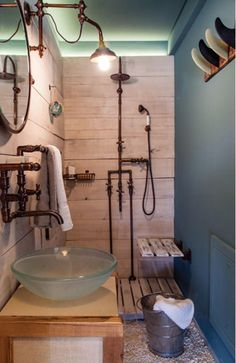 It has a steampunk vibe! Decoration Surf, Surf Decor, Deco Surf, Steampunk Bathroom, Steampunk House, Style Deco, Beach House, Surfing, Sweet Home