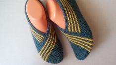 Best 10 Harasho knit booties model construction booties model easy to p … – – SkillOfKing. Knitted Booties, Knitted Slippers, Slipper Socks, Crochet Girls Dress Pattern, Crochet Shoes, Knit Crochet, Fair Isle Knitting, Knitting Socks, Baby Knitting